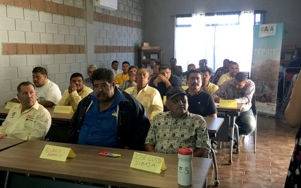 Capacitan a transportistas tecatenses