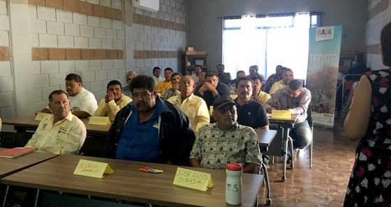 Imparte Gobierno del Estado taller de servicio al cliente a gremio de taxistas en Tecate