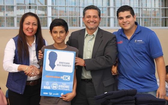 Beneficia Gobierno del Estado a jóvenes tecatenses con transporte gratuito