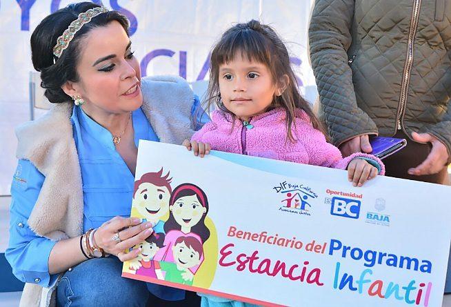 Entrega Presidenta de DIF Estatal apoyos sociales por más de un millón de pesos y dos licencias de operación a casas hogar