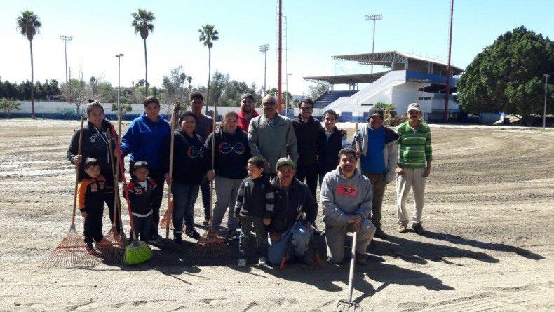 De la mano de deportistas IMDETE rehabilita campo de sóftbol