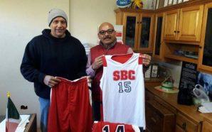 Imdete entrega uniformes a selección de baloncesto tecatense