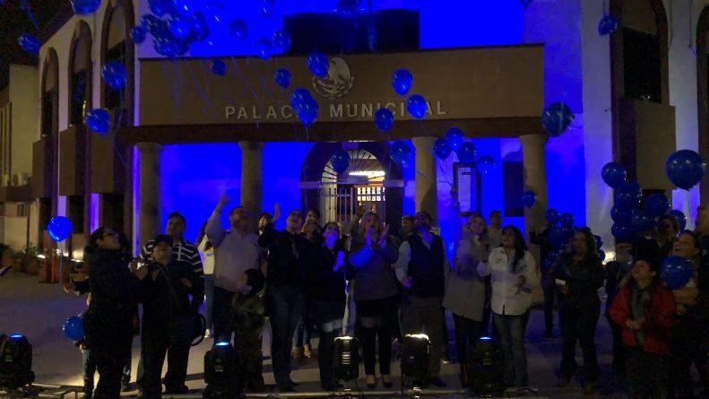 Iluminan Palacio Municipal en señal de inclusión y concienciación del Autismo