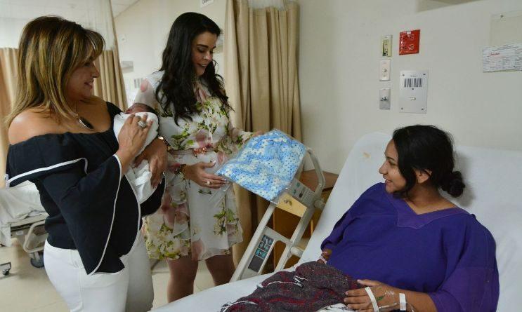 Visita presidenta de DIF Baja California a mamás del Hospital Materno Infantil