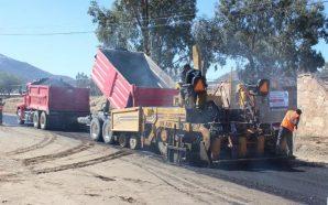 Inician trabajos de colocación de asfalto en Carretera Alimentadora en Cerro Azul