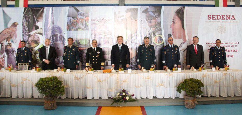 Participa Gobernador Francisco Vega en evento conmemorativo a la creación de la Fuerza Aérea Mexicana
