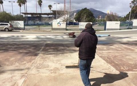 Dan mantenimiento a las instalaciones de la Unidad Deportiva Eufrasio Santana