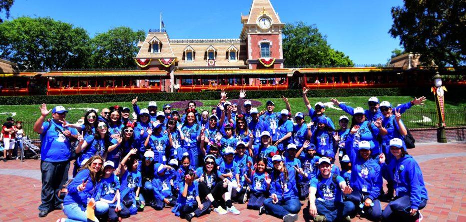 Niñas, niños y adolescentes de los albergues temporales de DIF Baja California visitan Disneyland