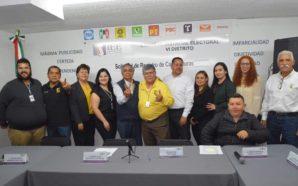 Registra el PRD a Ángel Peñaflor con candidato a diputado