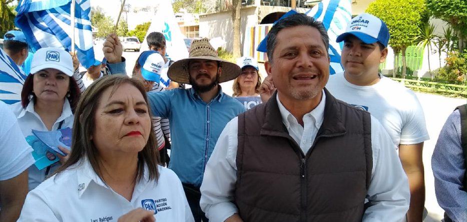 Con recorrido casa por casa, inician campaña Lucina Rodríguez y Mário Benítez.