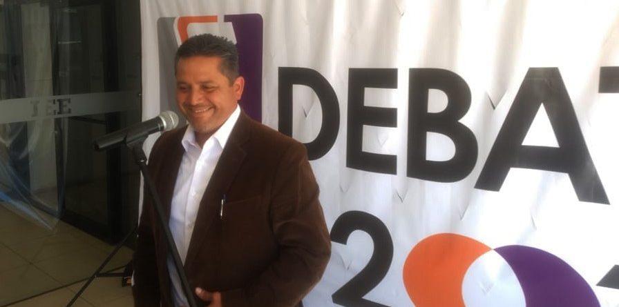 Se declara el Profe Mario Benítez el absoluto ganador del debate electoral.