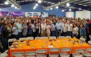 Maestros de Baja California respaldan a Oscar Vega para Gobernador