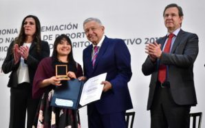 Alexa Moreno recibe Premio Nacional del Deporte