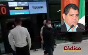 Expulsan a diputado Armando Reyes del avión en el Aeropuerto…