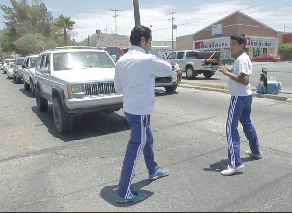 Deportistas venden agua para poder ir a los Juegos Nacionales Populares