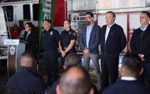 Cervecera Heineken dona máquina extintora a bomberos de Tijuana